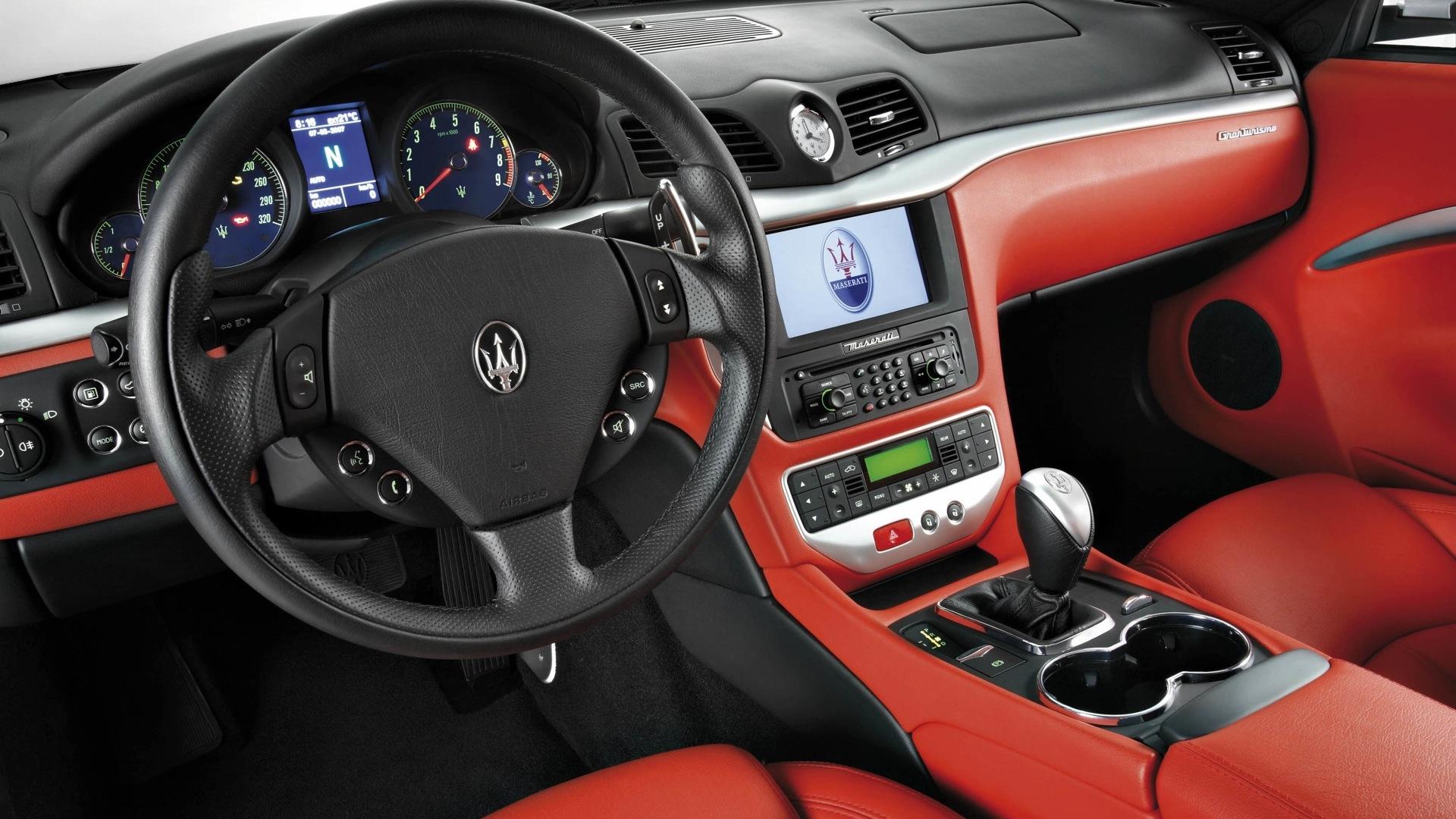 Maserati-granturismo-2013-STD Interior
