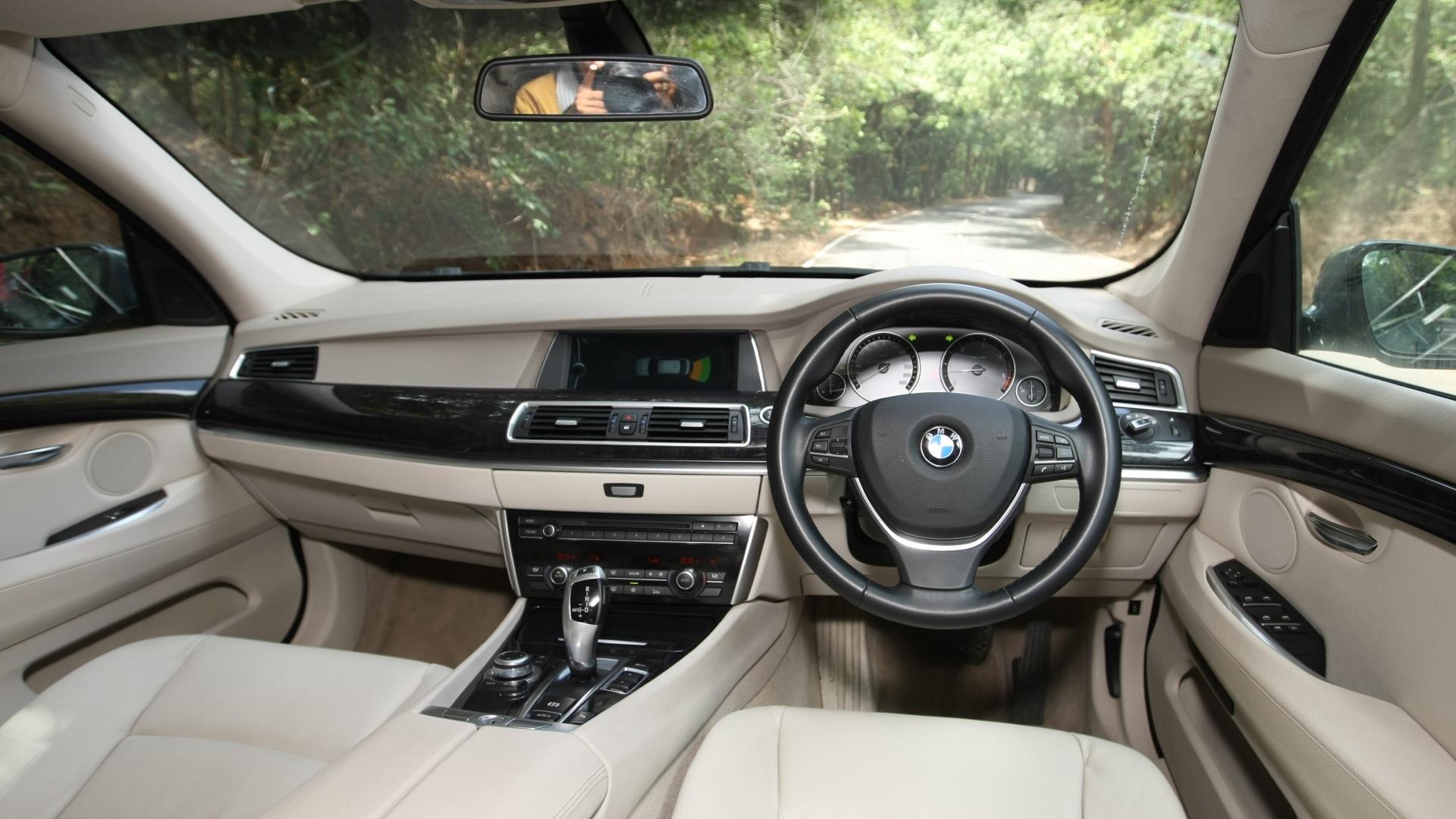 Bmw 5 Series Gt 2013 530d Interior Car Photos Overdrive