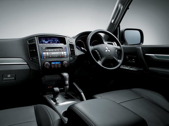 Mitsubishi-Montero-2013 Exterior