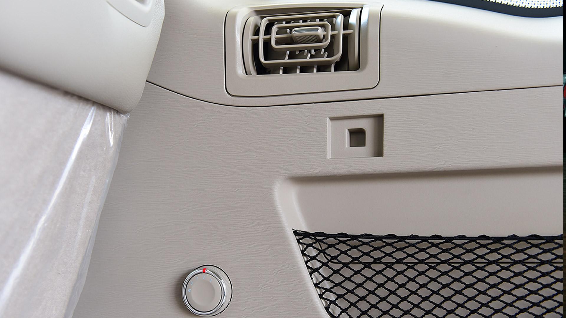 Mahindra XUV500 2015 W10 Interior