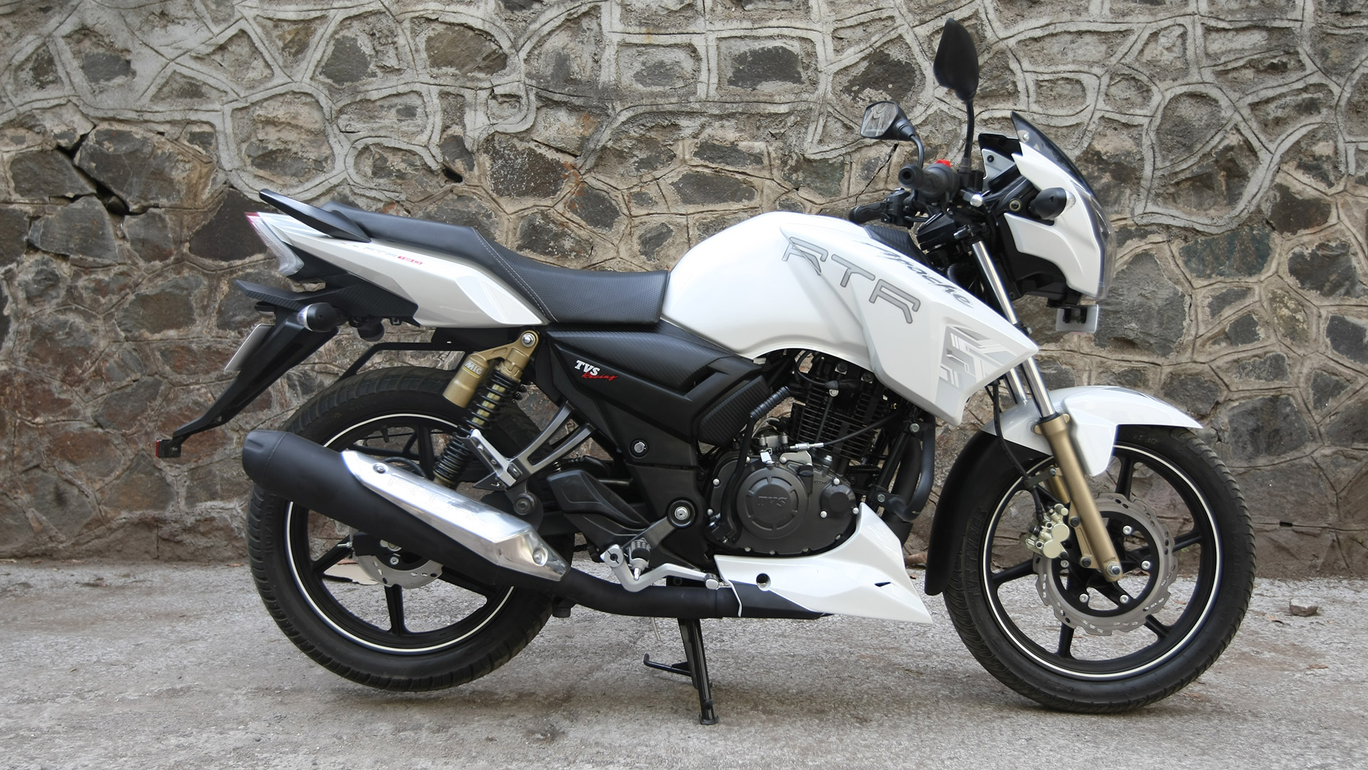 Tvs Apache Rtr 180 2019 Price Mileage Reviews Specification