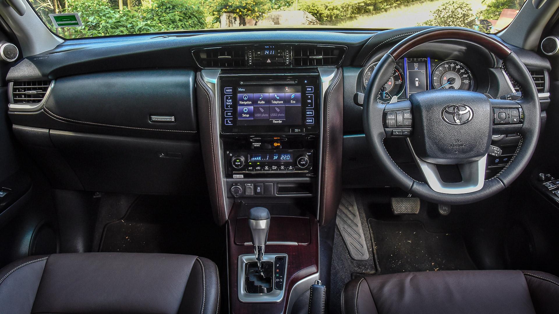 Toyota Fortuner 2016 4x4 Mt Diesel Interior Car Photos Overdrive