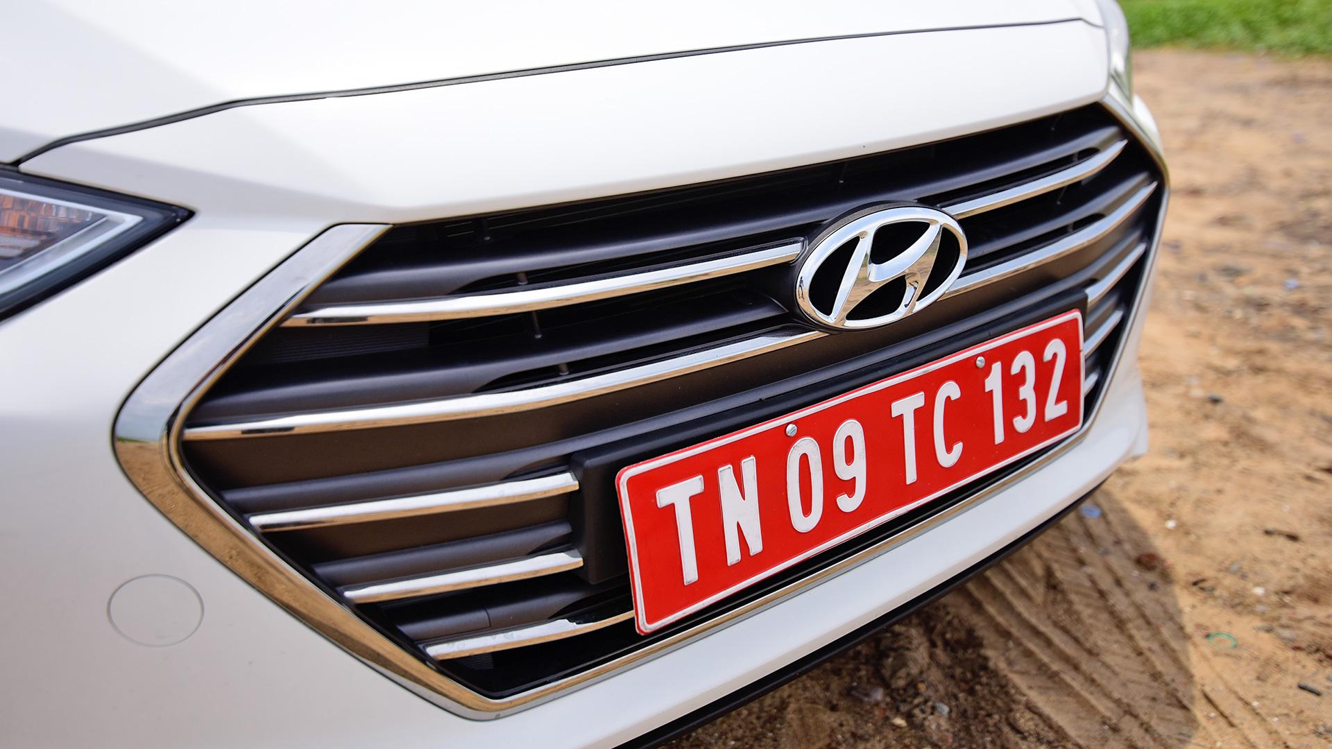 Hyundai Elantra 2016 2.0 Petrol SX (O)AT Exterior