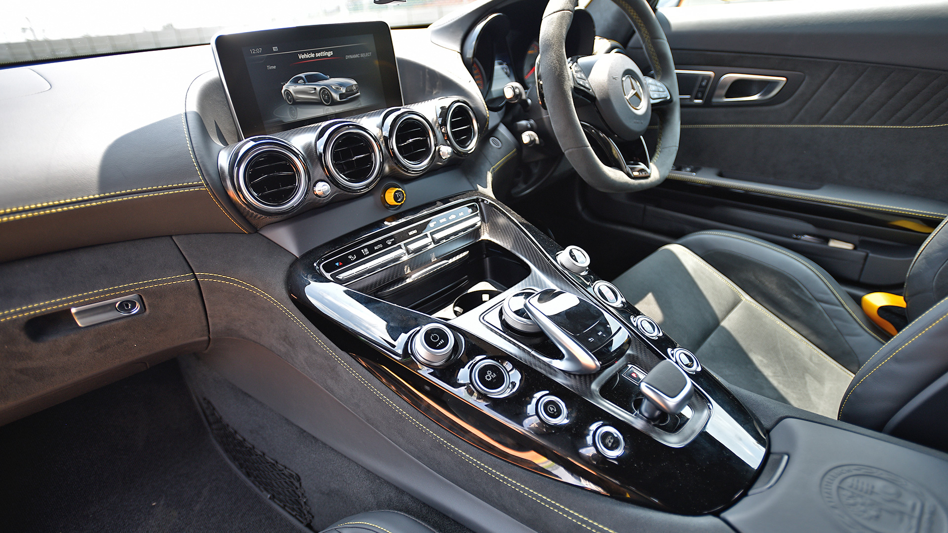 Mercedes Benz AMG GT 2017 R Interior Car Photos - Overdrive