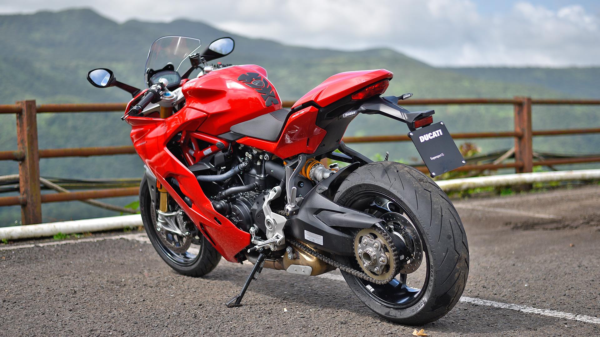 Ducati 939 Supersport 2017 S Compare