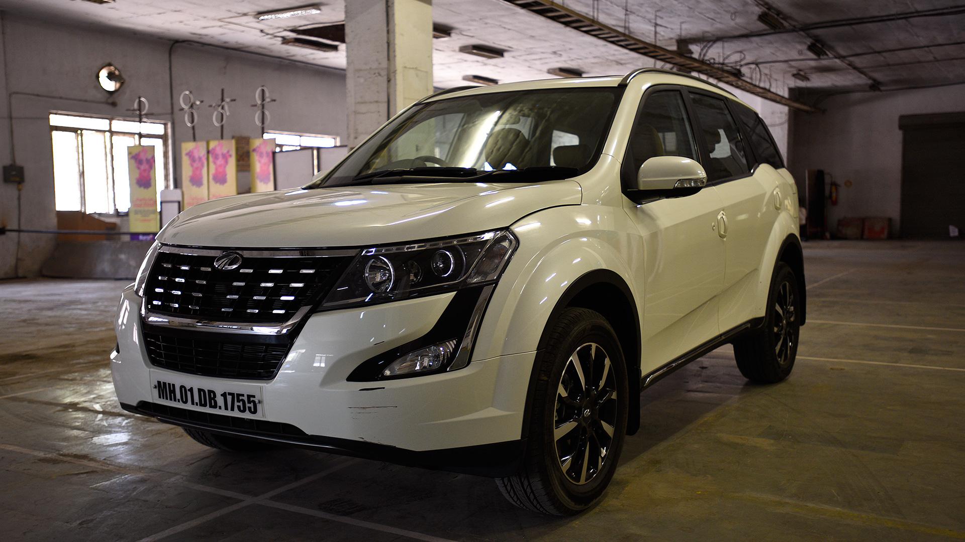Mahindra XUV 500 2018 W9 AT Exterior
