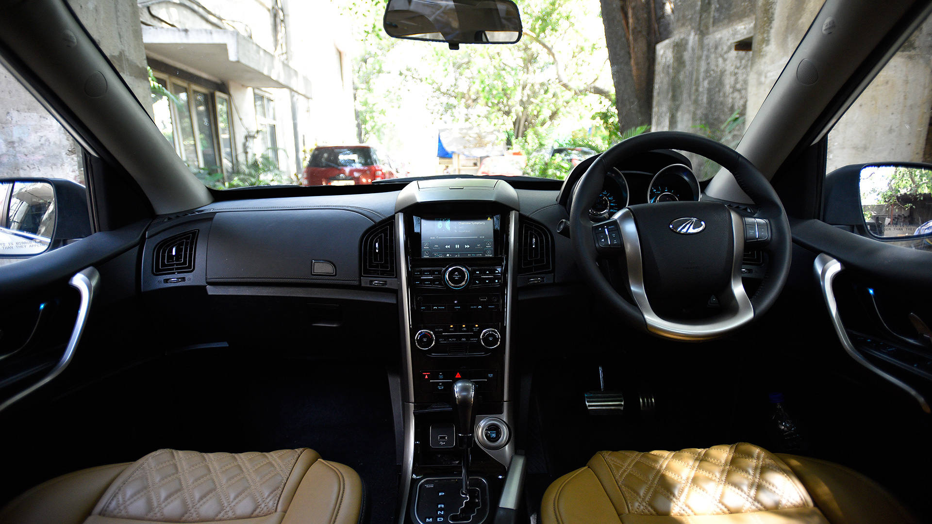 Mahindra XUV 500 2018 W9 AT Interior