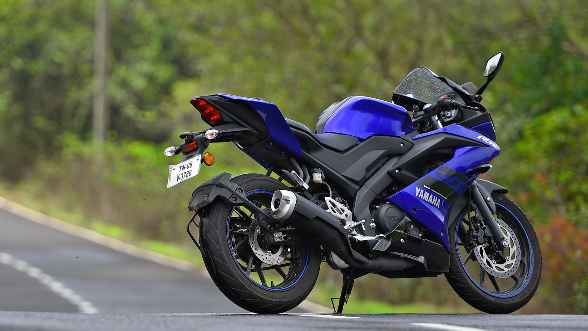 Yamaha Yzf R15 V30 2018 Price Mileage Reviews Specification