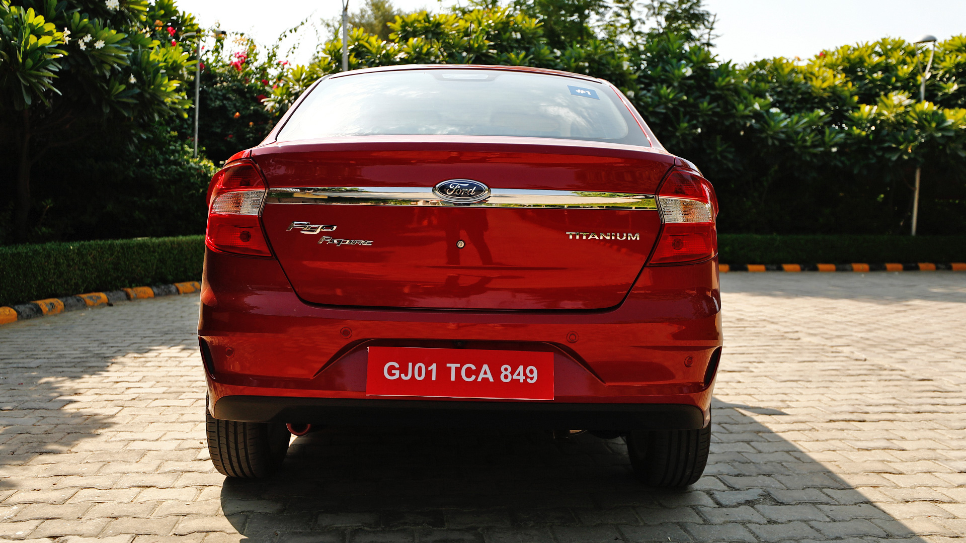 Ford Aspire 2018 Petrol 1.5AT Titanium Compare