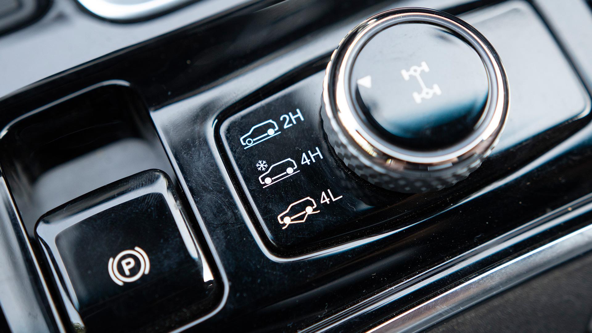 Mahindra Alturas G4 2019 2 2l Std Interior Car Photos