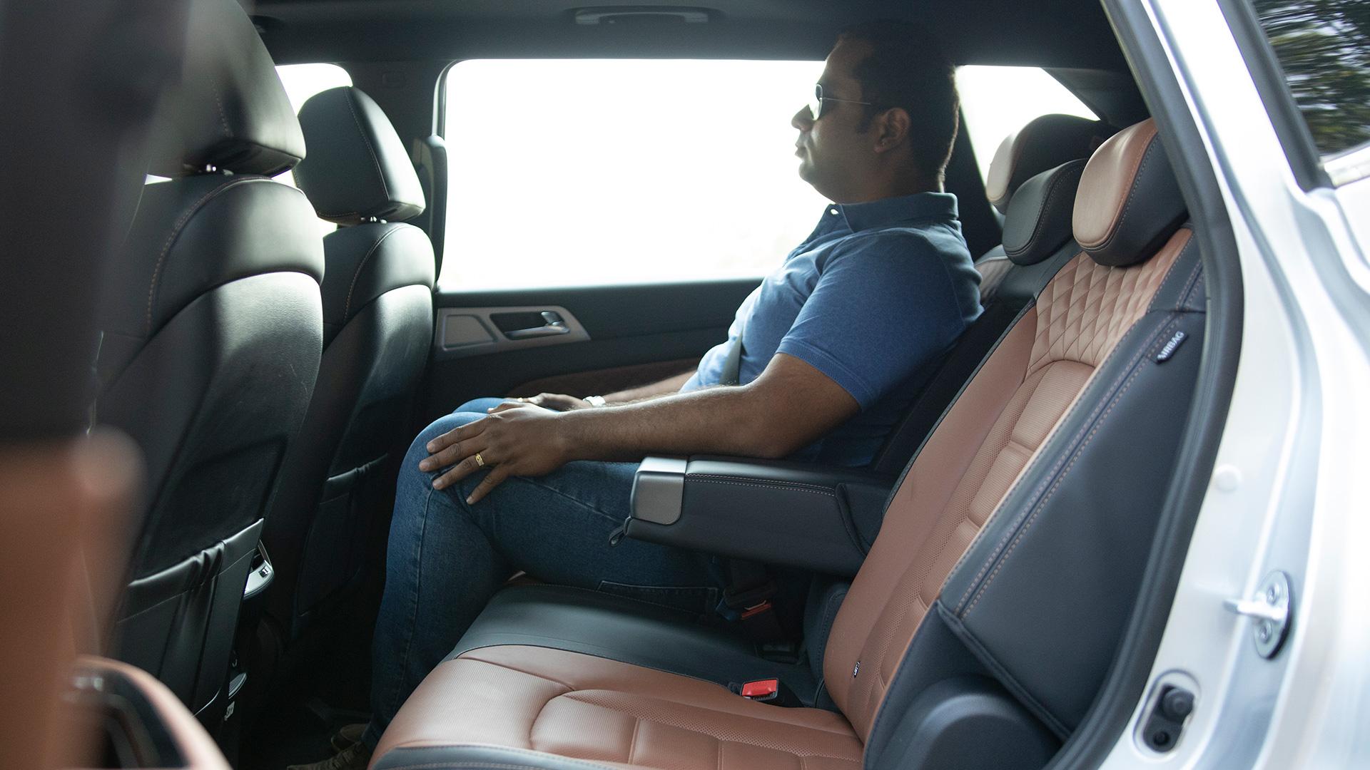 Mahindra Alturas G4 2019 2.2L Std Interior