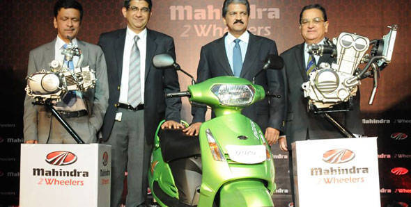 PS Ashok, Head – Research and Development, Mahindra Two Wheelers, Viren Popli - VP - Strategy & Market Development at Mahindra Two Wheelers, Anand Mahindra  - Vice Chairman and Managing Director, Mahindra Group and Anoop Mathur, President – Two Wheeler Sector