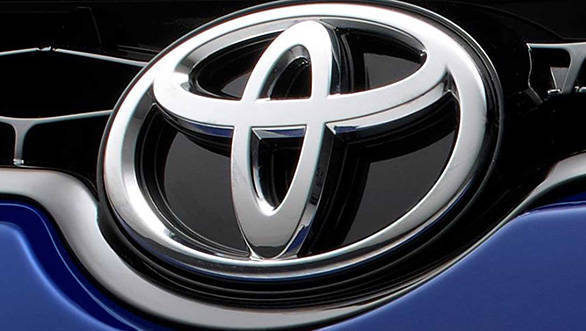 2014 Toyota Corolla front grille teaser