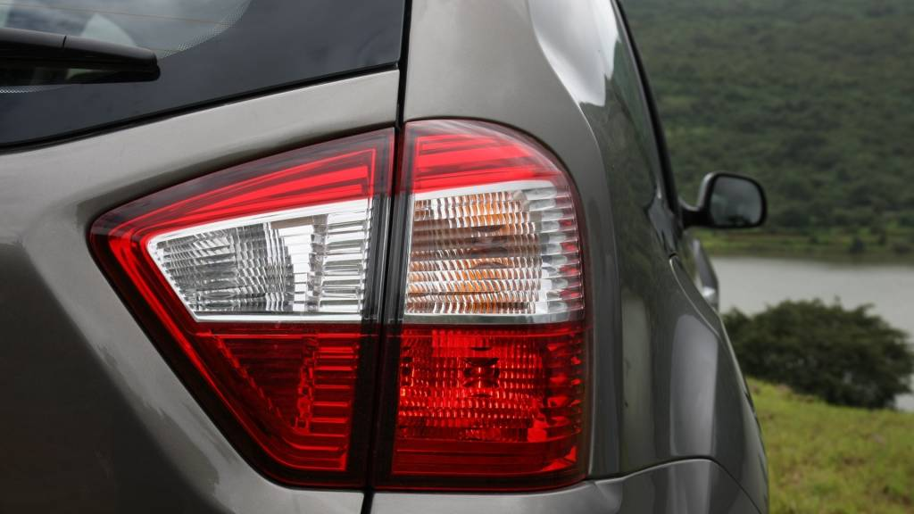 Nissan has made the rear lamps fully functional and they aren't simply dummy plastic pieces added onto the sides