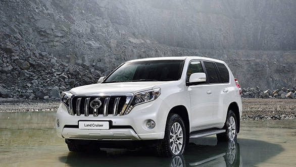 The front bumper now supports a bold chrome finished grille and refreshed headlamp assemblies that flow down to it