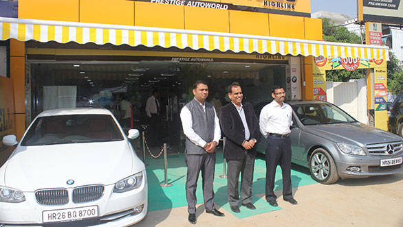 Mahindra First Choice officials at the First Choice outlet in Gurgaon