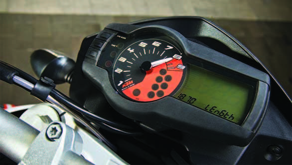 The 690 Duke's meters offer a lot of information