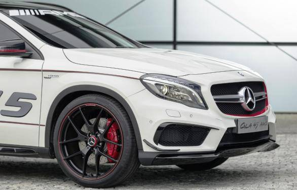 It gets AMG wheel hub covers with centre lock-look, plus an AMG high-performance braking system