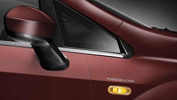 2013 Fiat Linea Absolute body branding