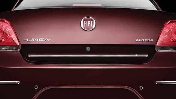 2013 Fiat Linea Absolute Edition chrome strip
