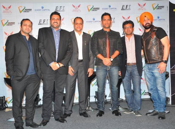 L-R- Deepak Choudhary, Director and CEO of Event Capital,  Arun Pandey, Chairman and Managing Director of Rhiti Sports, Alok Jalan- Managing Director – Laqshya Media Group, MS Dhoni, Vikram Shankar- Vice-President of Event Capital and  Ikjot Singh