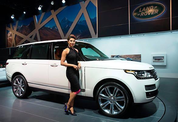 Actress-Priyanka-Chopra-unveils-the-Land-Rover-Long-Wheelbase