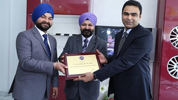 Fiat India officials at the inauguration of the new dealership in Delhi