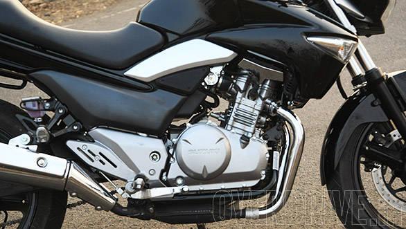 Suzuki Inazuma GW250 (3)