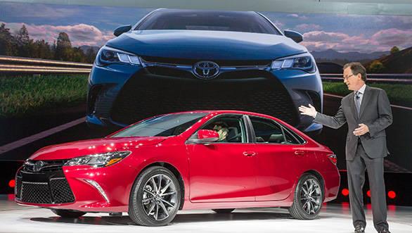 2015 Toyota Camry (1)