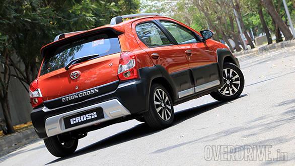 Toyota Etios Cross (11)