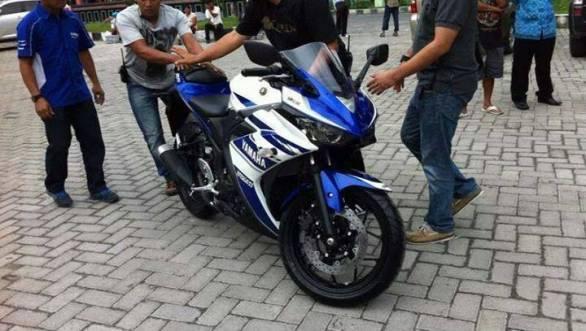 Yamaha YZF-R25 4