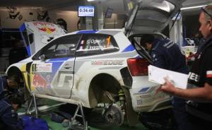 Ogier's Volkswagen Polo WRC in Friday flexi service at the 2014 Rally of Poland - video