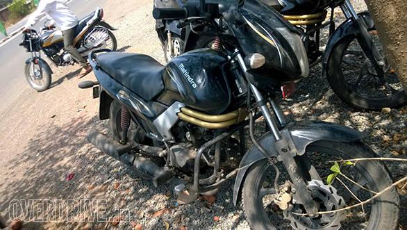 Mahindra Centuro disc brake 1