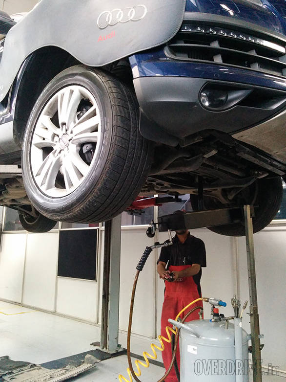 We're very thorough at OVERDRIVE when it comes to our machines. Here, we rid the Audi of any of the engine oil so we can replace it with something more suited for our drive