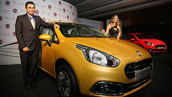 Pic_1-Mr._Nagesh_Basavanhalli,_MD_&_President_Fiat_Chrysler_India_Operations_with_Evelyn_Sharma_at_the_launch_of_Fiat_Punto_Evo