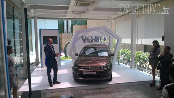 2014_Volkswagen_Vento_(2)