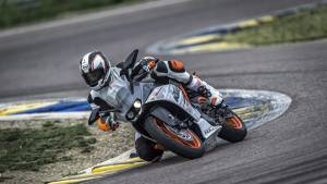 KTM RC390 and RC200 launched in India at Rs 2.05 lakh and Rs 1.60 lakh