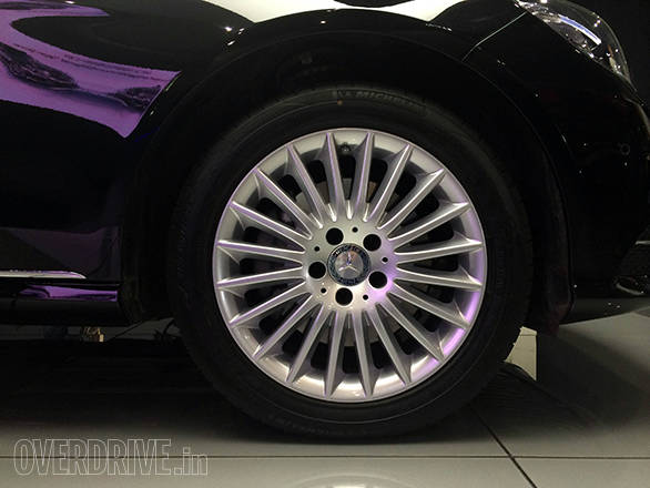 New alloy wheel design is prominent in the side profile