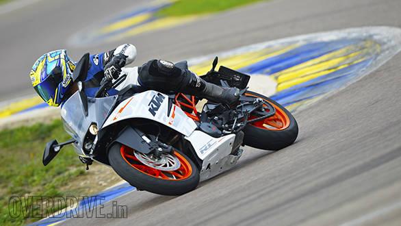 KTM RC 390 racetrack