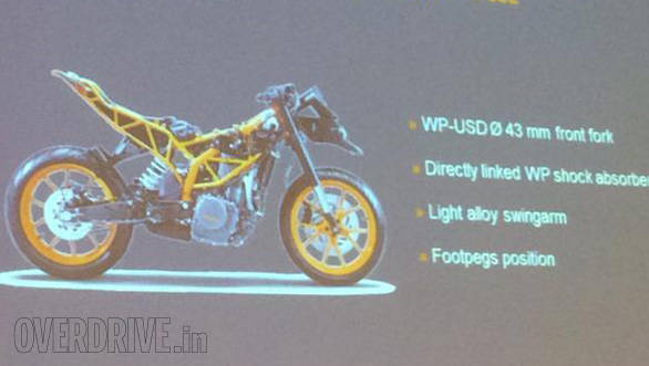 The RC subframe rises higher and differently from that of the 390 Duke. Note the position of the pegs