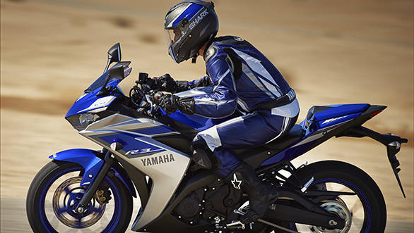 2015_YAM_YZF-R320_EU_MS1RB_ACT_003