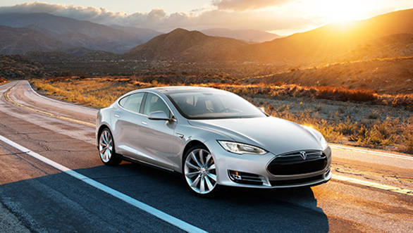 Autopilot beta can automatically accelerate, brake and change lanes at highway speeds but Tesla insists drivers must have their hands on the wheel and be alert at all times