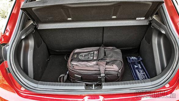 2014 Hyundai Elite i20 comparo (8)