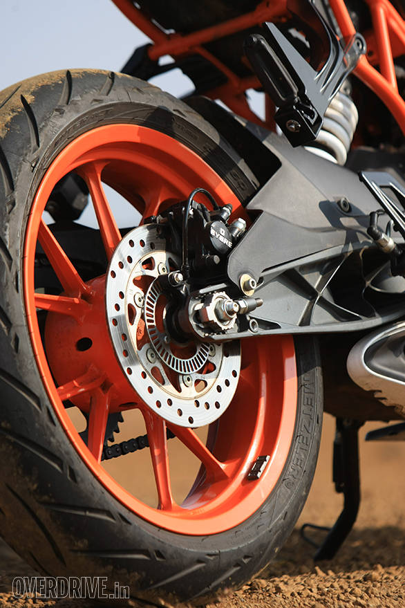 The wheels, brakes and hardware is the same the as 390 Duke on the RC 390. But note the new subframe, new footpeg hanger and pegs as well as the more comprehensive new hugger