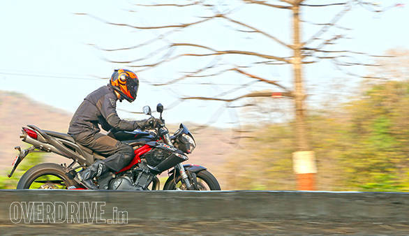 2015 Benelli TNT 899 road test (India)