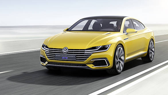 The radiator grille, the headlights and VW badge merge to form a completely new interpretation of the front end in the new Sport Coupé Concept GTE.