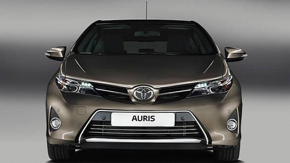 2013-Toyota-Auris-Hatchback-3