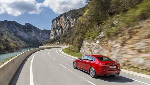 Jaguar XE V6S (4)