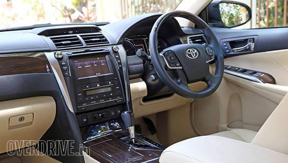 Toyota Camry Hybrid 2015 (3)