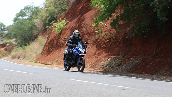 Yamaha Fazer Fi vs Suzuki Gixxer SF vs Bajaj Pulsar AS 150 (11)